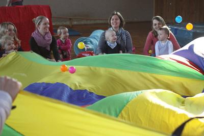 Eltern-Kind-Turnen am Montag-Vormittag